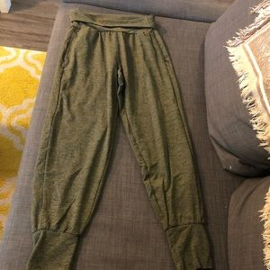 Women's aerie green jogger pants size small.